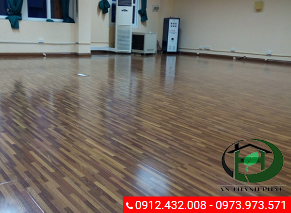 Hình ảnh sàn sỗ sau khi được sử dụng hóa chất đánh bóng chuyên dụng: